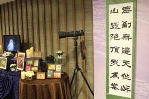 メモリアルコーナーで飾ったカメラと書道