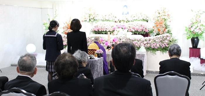 お花いっぱいで送るお葬式