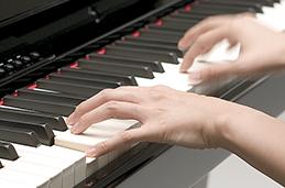 ピアノ演奏イメージ写真